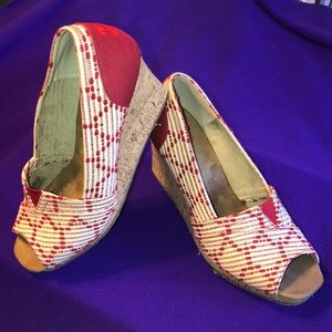 TOMS Red/Cream classic peep toe wedges size 10